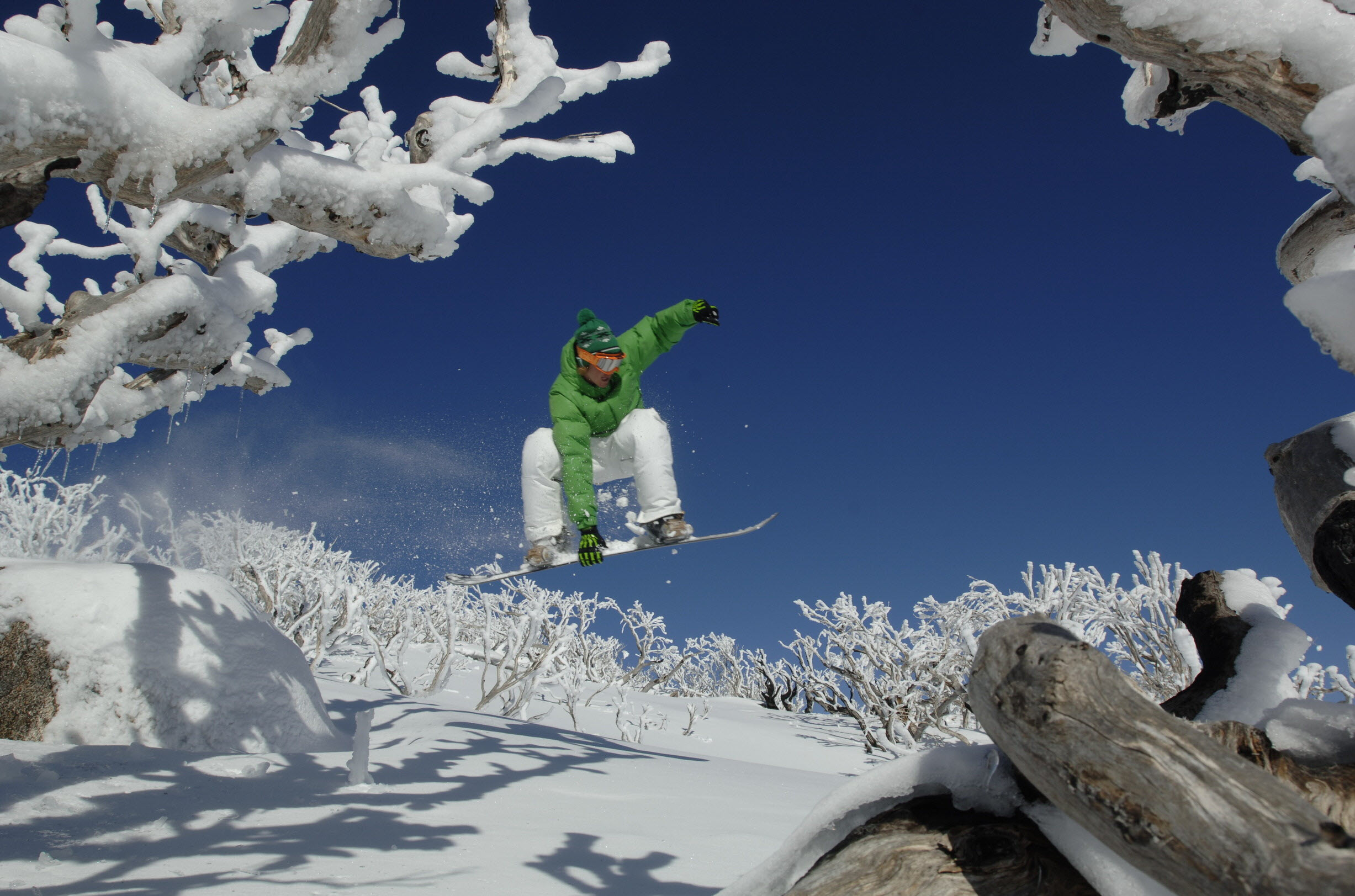 Snowboarding-at-Perisher-Snowy-Mountains-Image-Credit-Perisher